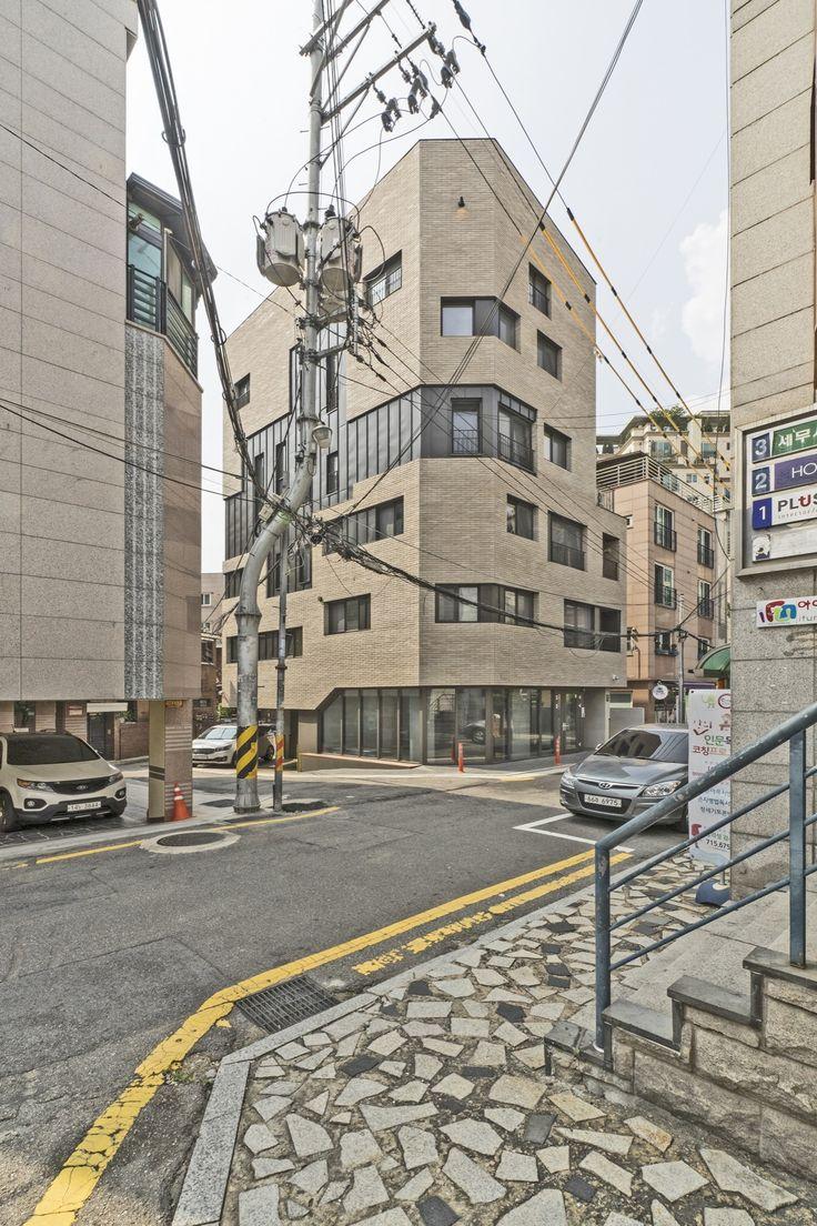 Corner House / Boundaries architects