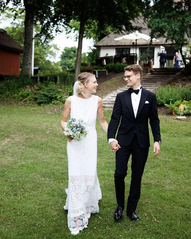 The wedding of designer and artist Silke Bonde. A nordic wedding in the middle of the forrest. Stationery made with watercolors by Silke Bonde.