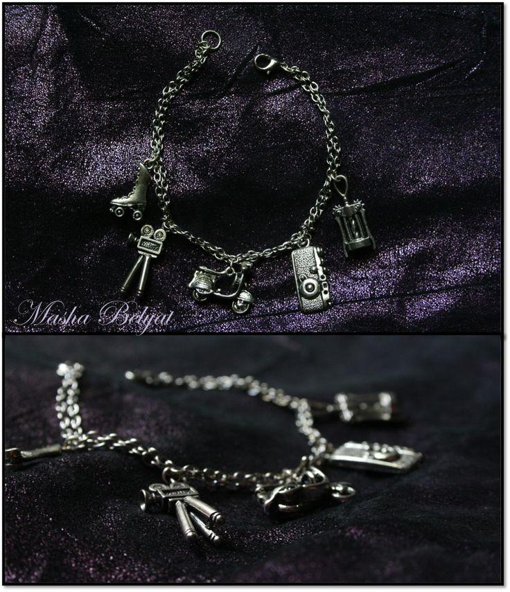 "Pulsera ""Hipster"", metal color plata $100 MXN"