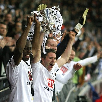 Ledley King and Robbie Keane lift the Carling Cup 24 February 2008