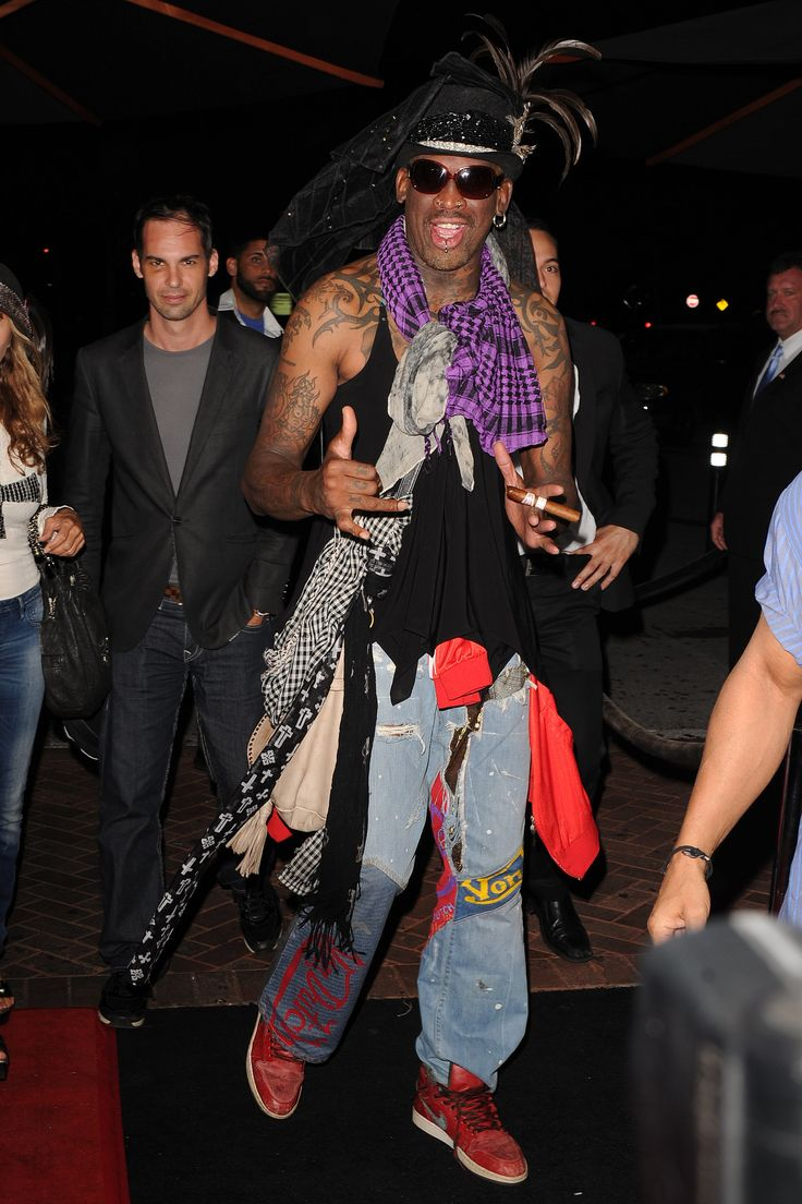 With this look, Dennis Rodman might just have become the king of mixing and (not) matching.