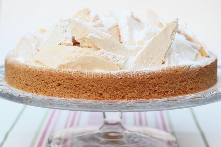 Weer een taart met sloffendeeg, ik kan er geen genoeg van krijgen. Ook deze taart heb ik niet geproefd, omdat het een cadeautje was. Naar mijn idee moet hij heerlijk zijn.
