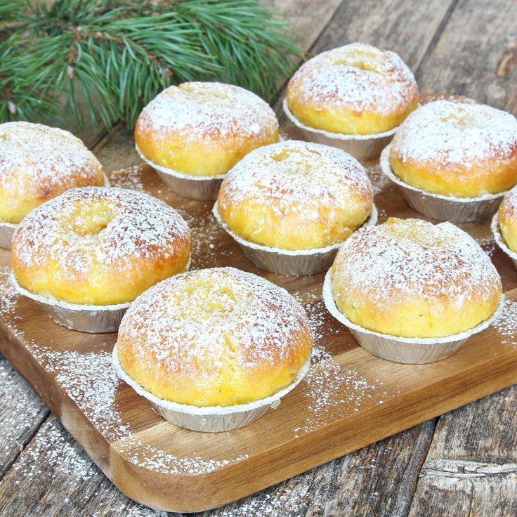 Saffrans-florsockerbullar med smörkrämsfyllning. Saffron buns with filling.