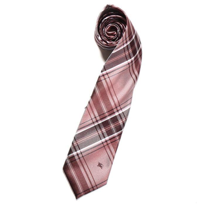バーバリーブラックレーベルよりネクタイをご紹介します。 ピンクパープル系のチェック柄が華やかなVゾーンを演出してくれるネクタイです。プレゼントにもおススメですよ。 詳細はこちら>http://bbl-shop.com/?pid=83231344