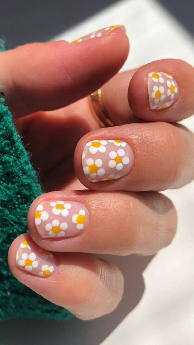 Daisy Nails, Flower Nails, Funky Nails, Cute Nails, Cute Short Nails, Stylish Nails, Trendy Nails, Flower Nail Designs, Fun Nail Designs