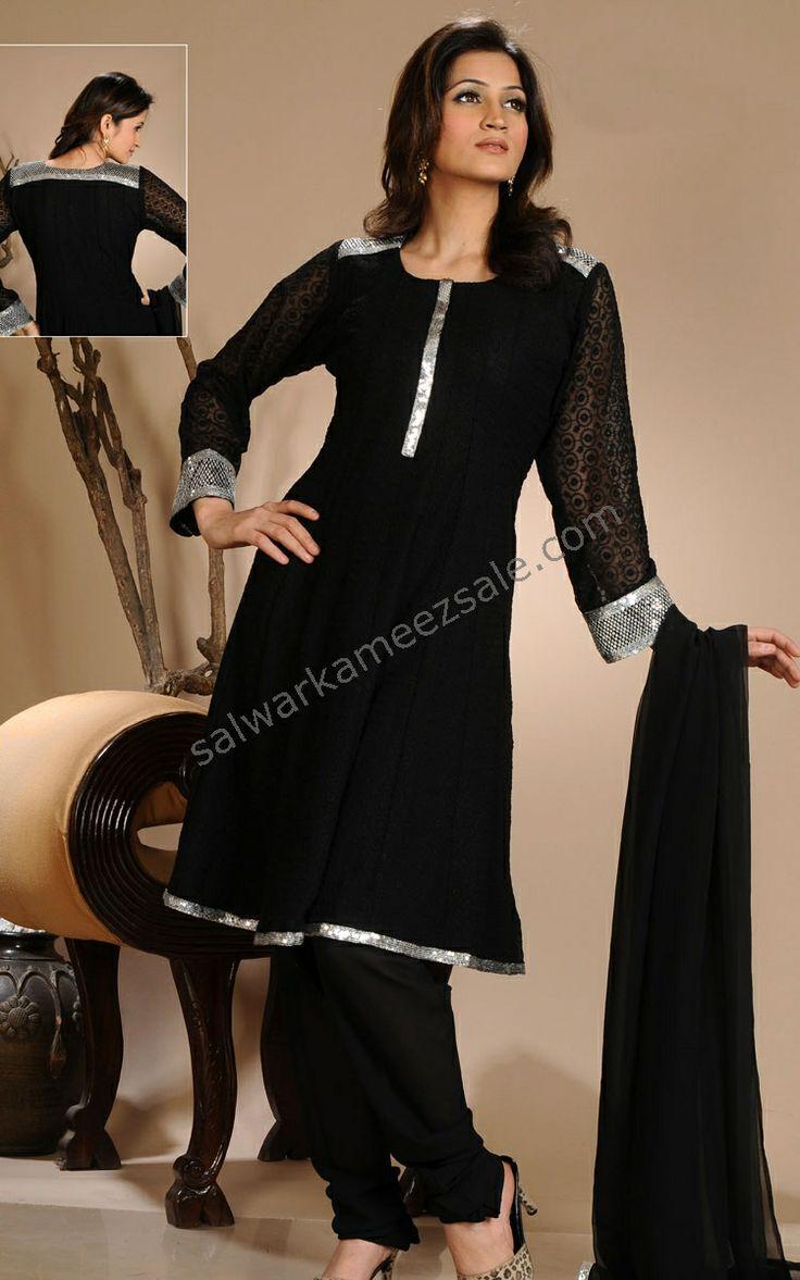 tried this design on a plain puneri suit