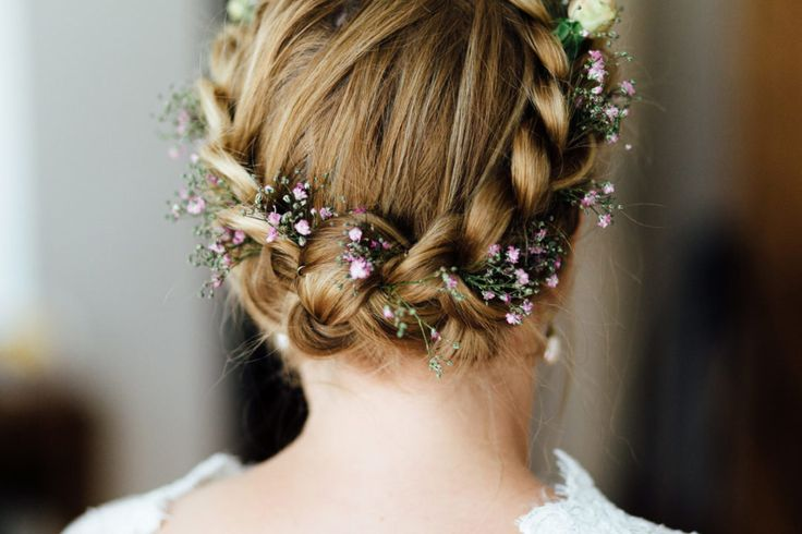20 Beispiele für Schleierkraut im Haar der Braut. Foto: Thomas Sasse