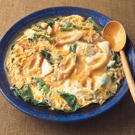 だしのしみた豆腐と卵がご飯に合う「豆腐の卵とじ」のレシピです。プロの料理家・小林まさみさんによる、絹ごし豆腐、ちくわ、溶き卵、溶き卵(M)、小松菜などを使った、174Kcalの料理レシピです。