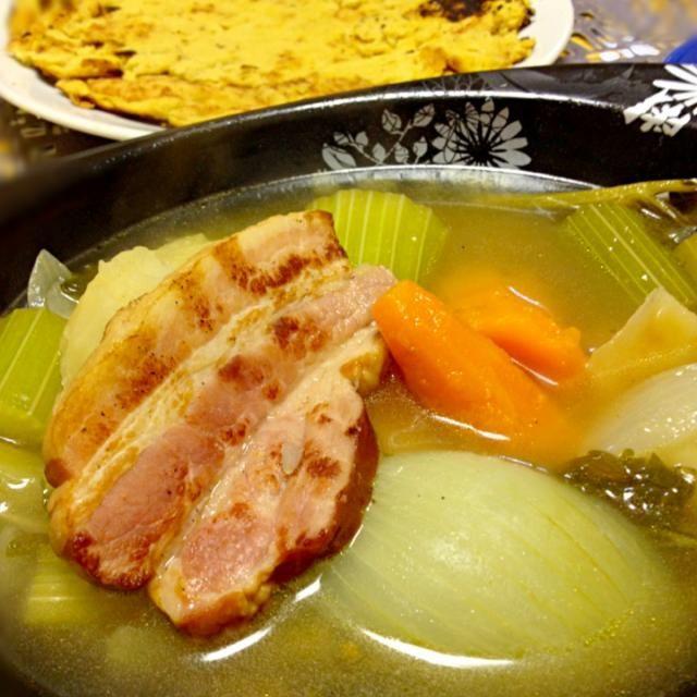 今夜はニース名物ソッカとポトフの夕飯にしました ソッカは、ひよこ豆の粉と水、オリーブオイル、塩を混ぜて焼いただけのシンプルな料理ですが、ひよこ豆のほくほくした風味と塩の味だけでなにもつけなくてもけっこうイケます✨ - 75件のもぐもぐ - Pot-au-feu et socca niçoise ポトフとソッカ ニソワーズ by kayorina