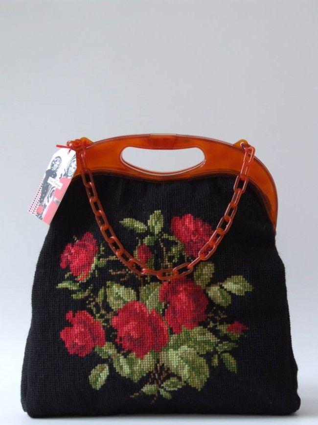 Vintage jaren 60's met rozen geborduurde grote tas met kunststof handvat en hengsel