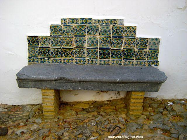 banco de piedra ladrillo y azulejo