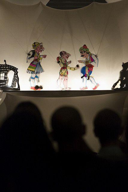 Παράσταση στο θέατρο Σκιών του Καραγκιόζη.