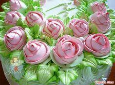 Здравствуйте всем!))) Меня многие спрашивают из какого крема я делаю свои украшения, а именно розы, на тортах. Отвечаю: это БЕЛКОВО-ЗАВАРНОЙ КРЕМ. Рецепт не мой.