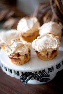 Johannisbeer-Muffins mit Baiser