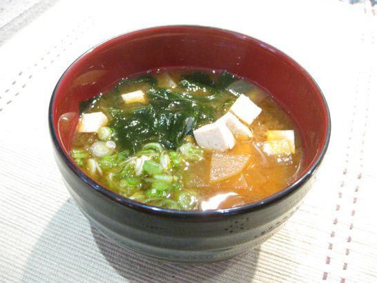 豆腐とわかめと大根のお味噌汁