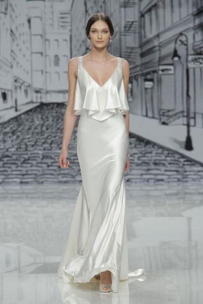 34 best Brautkleider für Frauen mit kleiner Oberweite images on ...