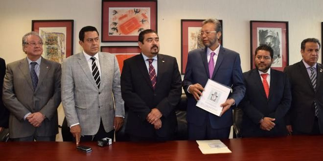 Oaxaca Digital   Recibe congreso iniciativa de reforma al código civil del Poder Judicial