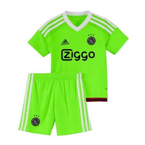 Voor de kleinste Ajax-fans is er deze @adidas #Ajax minikit. Bestaande uit een felgroene Ajax #voetbalshirt en #voetbalshort.
