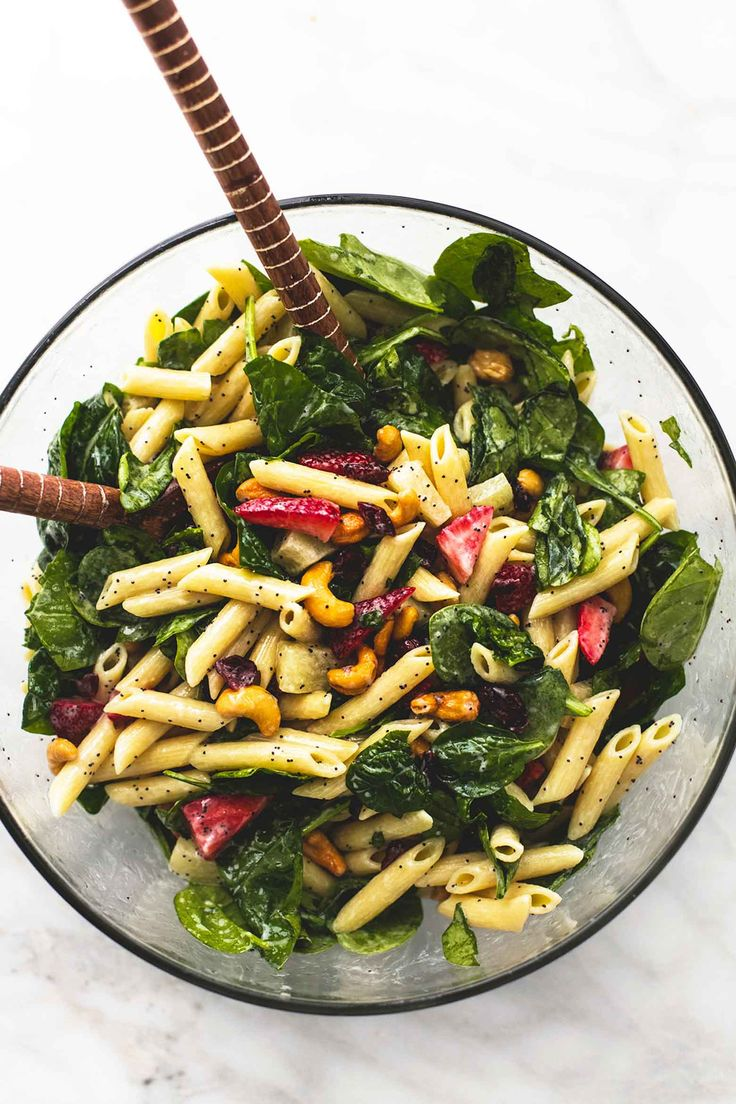Strawberry Spinach Pasta Salad with Orange Poppy Seed Dressing | lecremedelacrumb.com