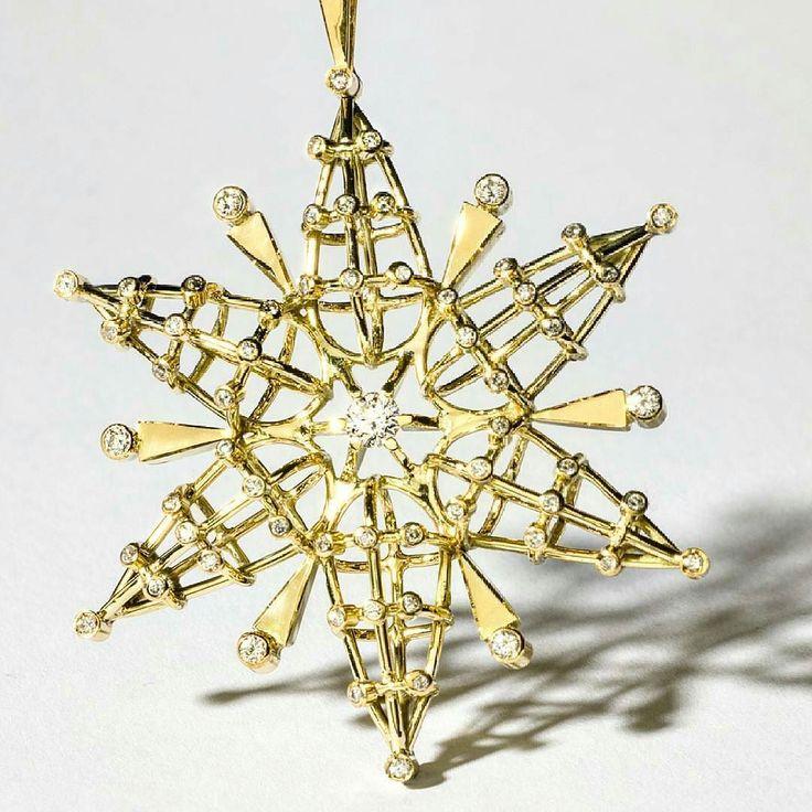 Star Flower pendant by Maria Kotsoni  in yellow gold with white diamonds. Unique piece  Regrann from @mariakotsonijewellery  __________  Colgante Star Flower de Maria Kotsoni  en oro amarillo con diamantes blancos. Pieza única  __________  #DeJoyaEnJoya #FromJewelToJewel #JewelryBlog #MariaKotsoni #InstaJewelry #JewelryGram #InstaPendant #pendant #colgante #star #flower #estrella #stella #flor #YellowGold #OroAmarillo #InstaGold #oro #InstaDiamonds #WhiteDiamonds #DiamantesBlancos…