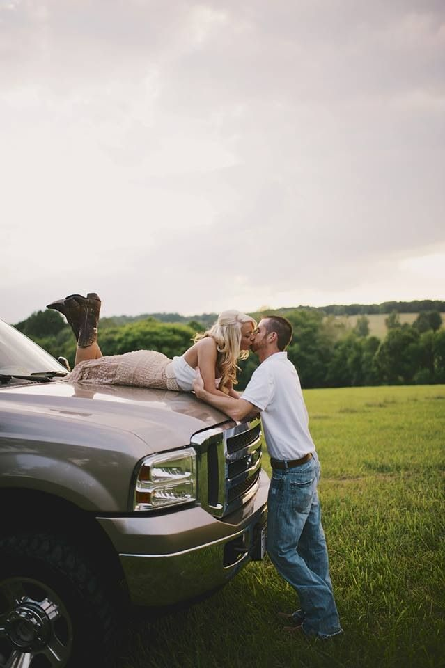 Country engagement pictures. Outdoor engagement photos.