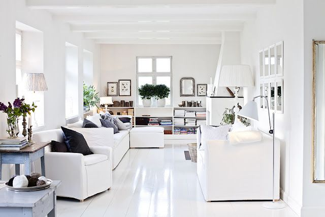 Pretty white floors, white on white color scheme with black accents. ❋