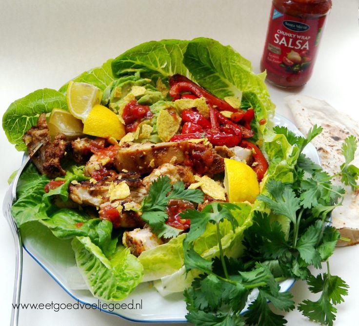 Zie daar, mijn vrienden: Mijn Tex-Mex fajita kipsalade. Heldere kleuren en knapperige groenten doen dat helemaal voor mij.