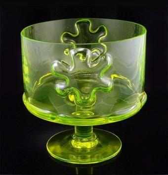 Kasperi: bowl. Siiroinen, Erkkitapio Manufacturer: Riihimäen Lasi. Designed in: 1970. Height: 177 mm. Diameter: 170 mm Fixed blown glass, colours clear and yellow.