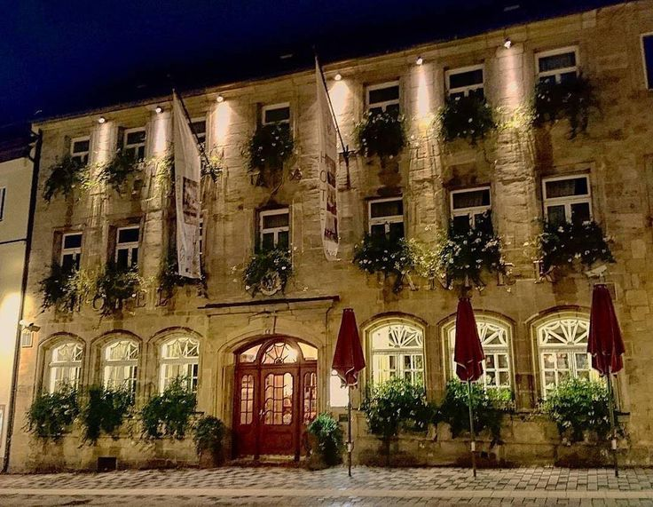 Direkt am Walk of Wagner  liegt der Goldene Anker das älteste Hotel Bayreuths.  Erneut ein tolles Bild von @deduitsekoerier  #bayreuth #walkofwagner #visitbavaria #franken #oberfranken #hotels #hotel