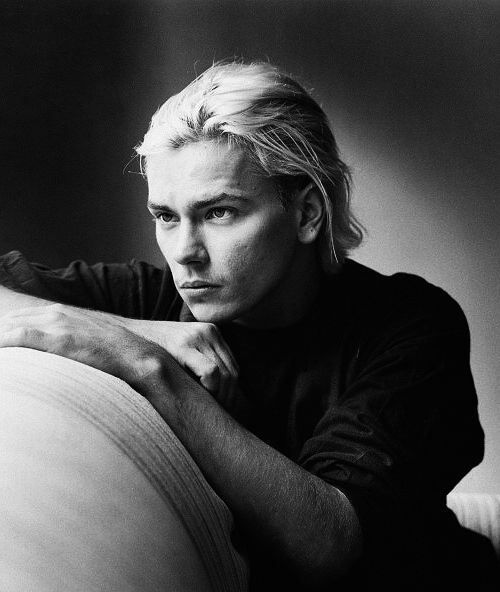 MR RIVER PHOENIX The tragically early death of Mr Phoenix, who died aged 23 in October 1993, deprived us of both a great actor and a future style icon. Description from pinterest.com. I searched for this on bing.com/images