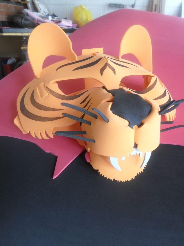 mascara de eva para crianças e adultos acima de 3 anos com tamanho ajustavel por meio de velcro, otima qualidade , faço na cor que desejar, produto exclusivo.