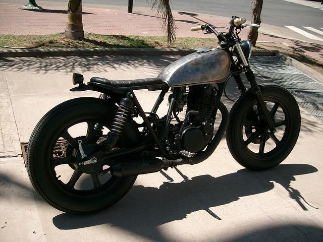 yamaha sr brat style custom  bare metal tank  black mag wheels motorcycles scooters