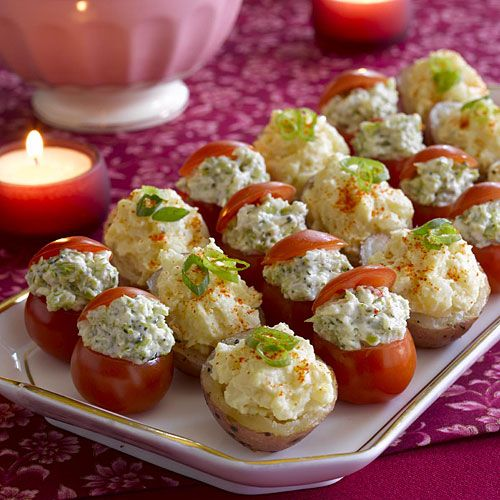 Tomates cerises farcies et nouvelles pommes de terre