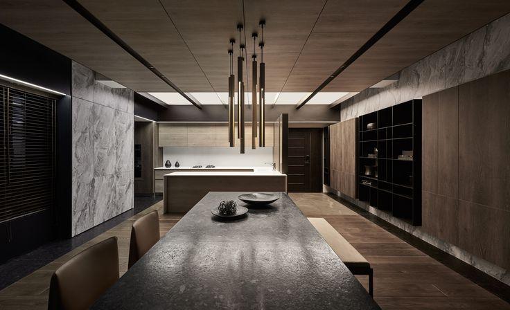 OneWorkDesign | Flow迴 留 / Flow 材料的感受 本案為住宅空間,利用延伸尺度及整合材料的手法來做為設計的出發點,將材質種類的使用單純化並透過對材質的賦予及重組來連結空間關係,讓空間中的天、地、壁形成具有流動性的視覺感. 空間的聯結 同樣的以流動讓客廳、餐廳及廚房產生關聯,在這之間都能停留及保持使用的聯結關係,使得空間中最終呈現的是材質流動的延續感及和諧的家人互動關係。