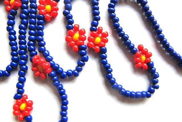 Moois van ' M(i)e': juwelen : MAAK HET ZELF : tut : bloemekesketting van rocailles