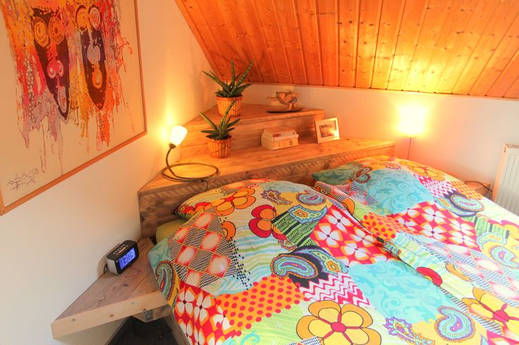 Steigerhouten bed met dekenkist als hoofdeind, opstelling in hoek geplaatst, gemaakt en foto Leen de Ruiter.