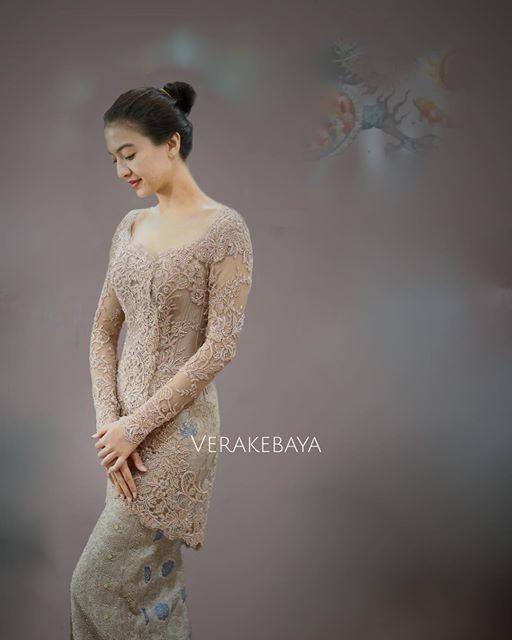 Instagram media by verakebaya - @raline_shah ...❤️ #fittingsession #Kebaya #partydress #lace #songket