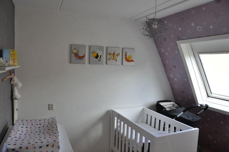 Babykamers - Dierenschilderijtjes voor de babykamer, rups, hommel, vlinder en slak op een zilveren achtergrond. De kleur van de achtergrond bepaal je zelf!