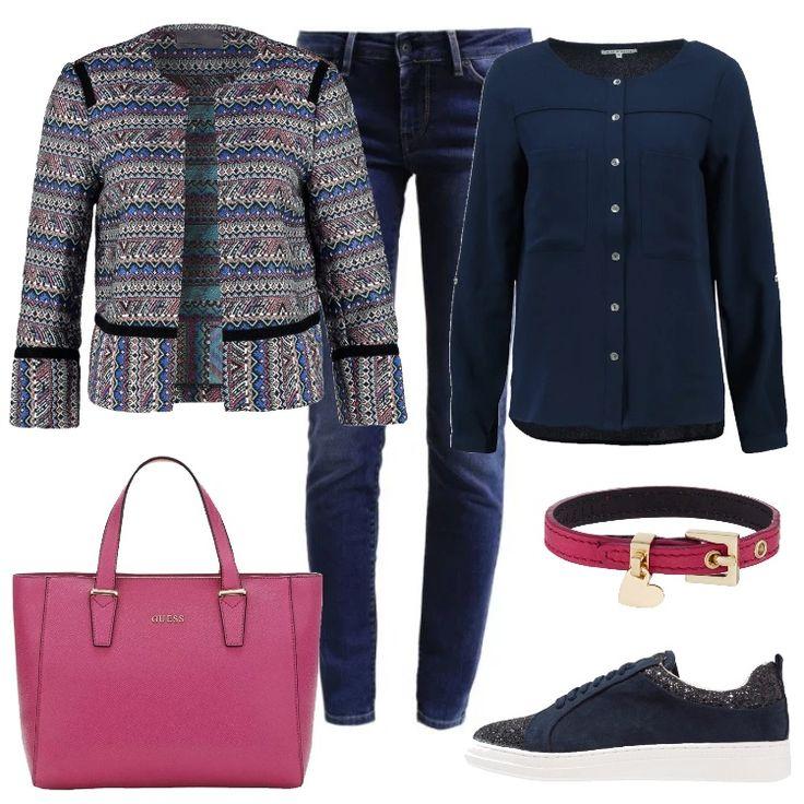 Giochi di blu per questo outfit: comodi e pratici i jeans e la camicia, particolare la giacca colorata. Ai piedi sneakers con un discreto punto di luce. Il bracciale dona un tocco di colore che richiama la giacca e la borsa capiente.