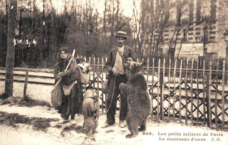 Les petits métiers du Paris d'antan Le montreur d'ours, et de singes...