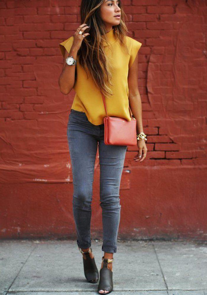 chemise couleur jaune moutarde, jeans skinny, bottes noires et petit sac rouge