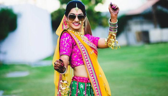10 Must-Have Solo Poses For Indian Brides In Their Wedding Lehenga