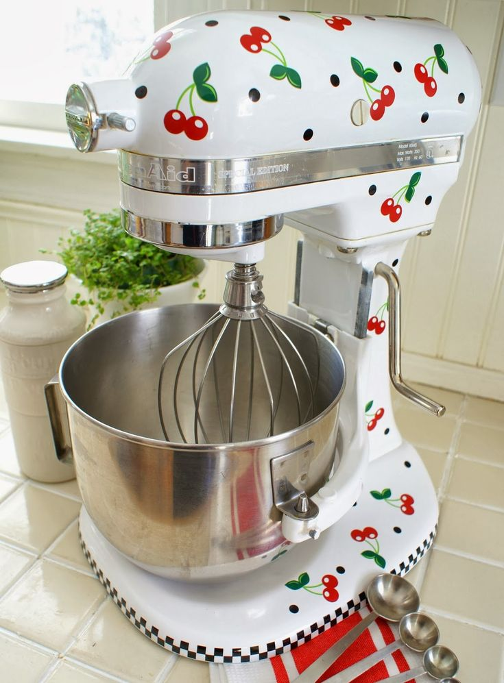 Isn't this the cutest kitchen aid ever!