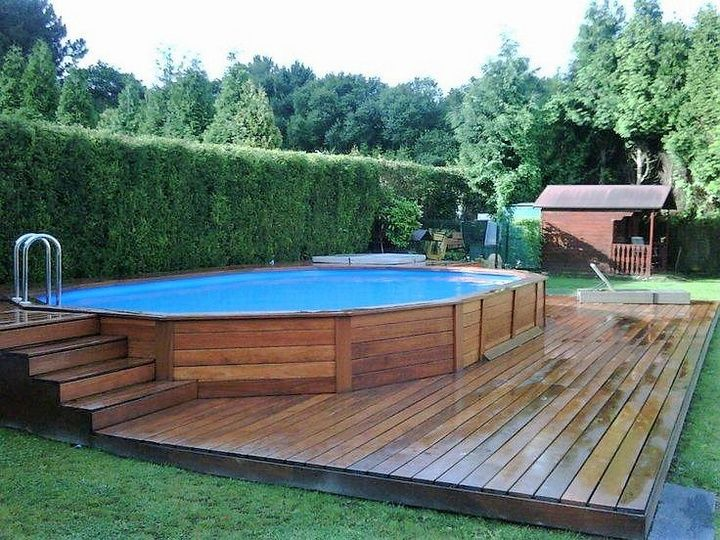 Wood is a material which creates a feeling of comfort and warmth in you. If you are a person who loves both these then you will surely prefer to use wood in every possible way at your home. Below, pallet wood planks have been used to build a platform and wall for the pool.