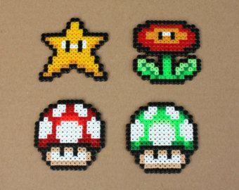 Artículos similares a Geek y con estilo Tetris pulsera hecha con abalorios hama en Etsy