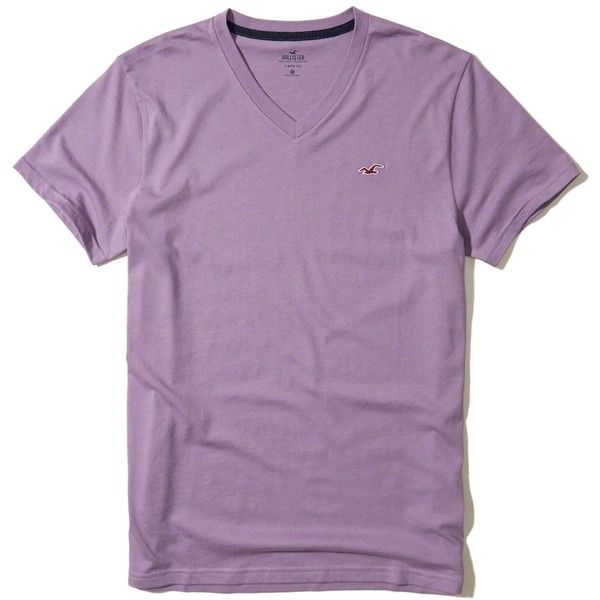Hollister Must-Have V-Neck T-Shirt (130 ZAR) ❤ liked on Polyvore featuring men's fashion, men's clothing, men's shirts, men's t-shirts, purple, mens slim t shirts, mens v neck shirts, mens vneck shirts, mens slim fit shirts and mens purple t shirt