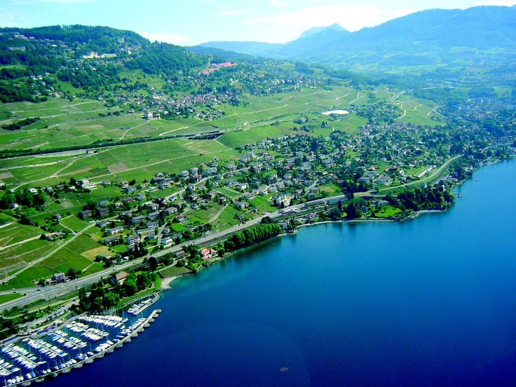 Corseaux is a municipality in the district Riviera-Pays-d'Enhaut in the canton of Vaud in Switzerland.