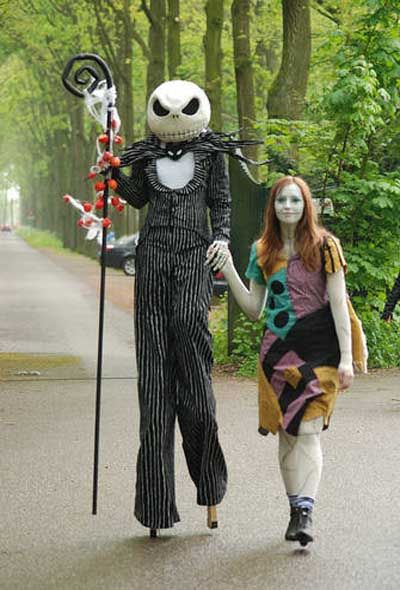 awesome nightmare before christmas jack and sally costumes shes on stilts - Silly Halloween Costume Ideas