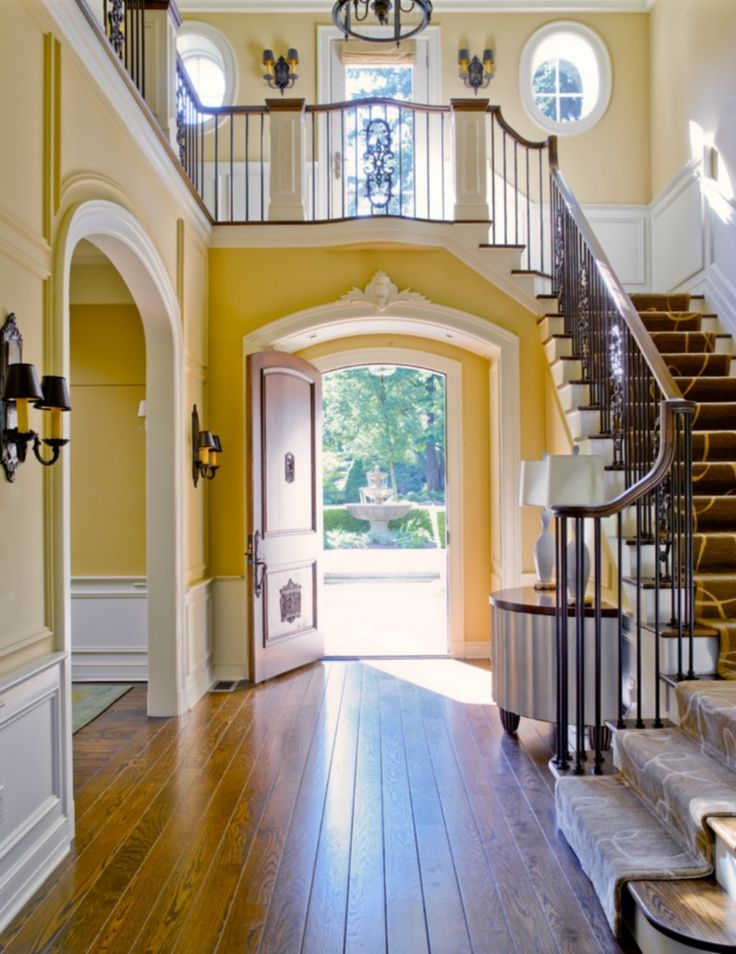 Great use of space w the stairs over the door instead of taking up space elsewhere.