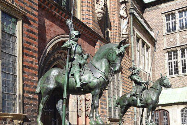 Herolde bewachen das Rathaus Bremen, © Ingrid Krause / BTZ Bremer Touristik-Zentrale